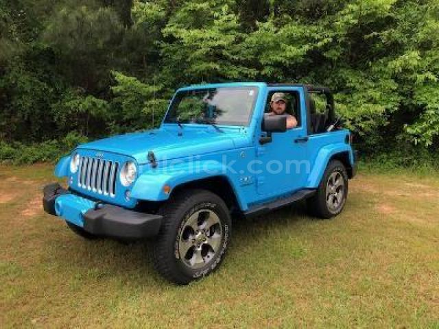 Jeep Sahara 2017 Chief Blue, perfect condition, both tops, 19,788 miles - Little Rock AFB - 4